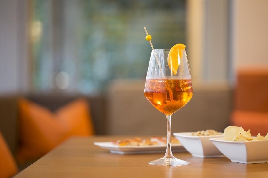 Rinfrescanti drinks al bar del Park Hotel di Pordenone