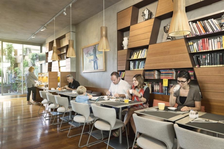 Luminosa sala colazione in hotel 4 stelle a Pordenone